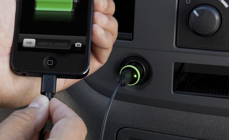 Chargeur allume cigare, indispensable en voiture